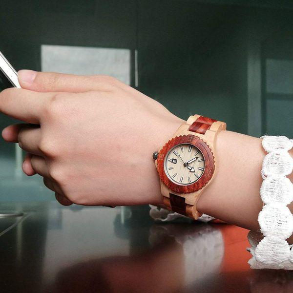 Sándalo rojo y arce el reloj perfecto para sorprender